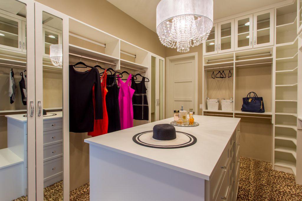 luxurious-closet